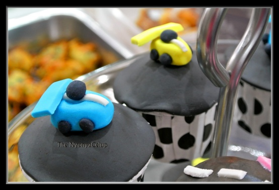 Tiny fondant race cars